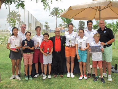 """(Castellano) El """"X Campeonato Absoluto de P&P C.V. Reale""""  celebrado en la Escuela de Golf Elche consignan a Tommy Artigas y a Aitana Hernandez como campeones."""